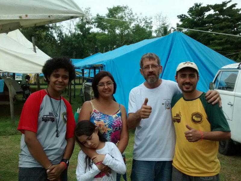 Familia E Amigos.